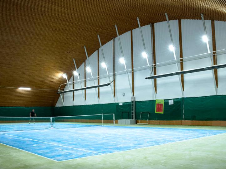Tenisová a badmintonová hala Horova